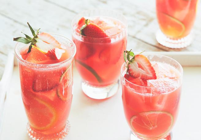В жаркую летнюю пору правильные алкогольные напитки - один из главных вопросов. Если в бар идти совсем не хочется, а избитая классика уже порядком поднадоела, то есть иное решение.