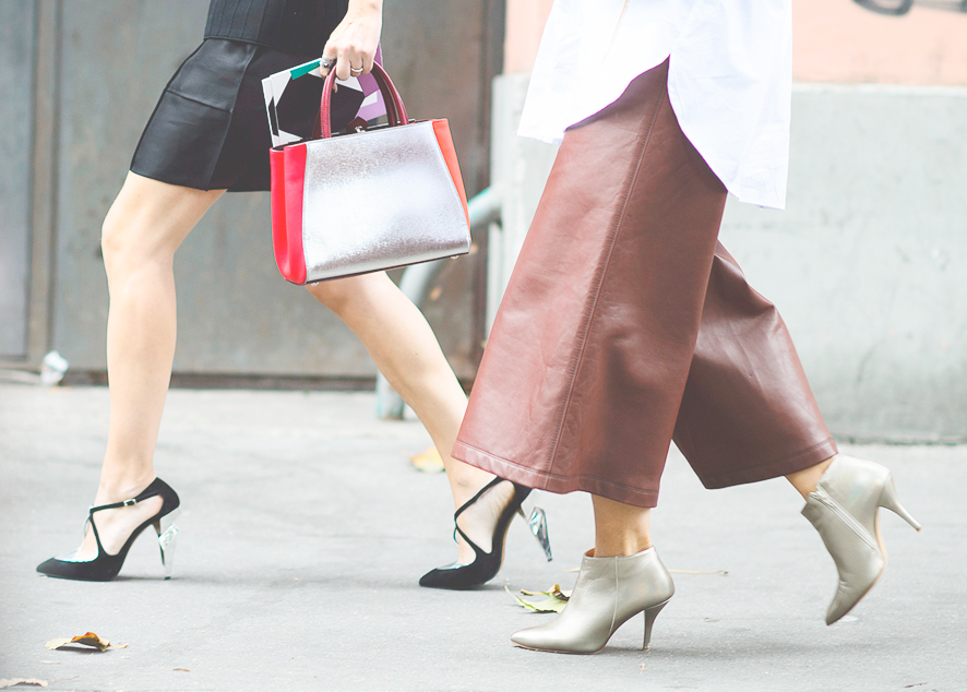 Как феминистки 60-х и 70-х изменили моду, создав тренды, популярные до сих пор.