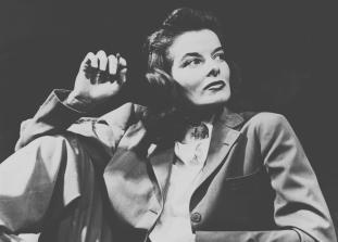 Как 7 известных женщин использовали мужской смокинг как инструмент борьбы против гендерных стереотипов.