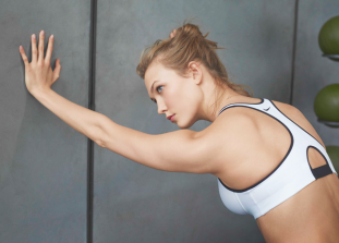 Занимаясь фитнесом, стоит обратить внимание не только на комплекс упражнений, но и на экипировку, от которой зависят комфорт, эффективность и здоровье.