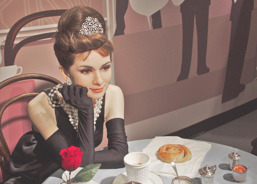 Легендарные наряды Одри Хепберн по мотивам ее фильмов и как их воплотить.