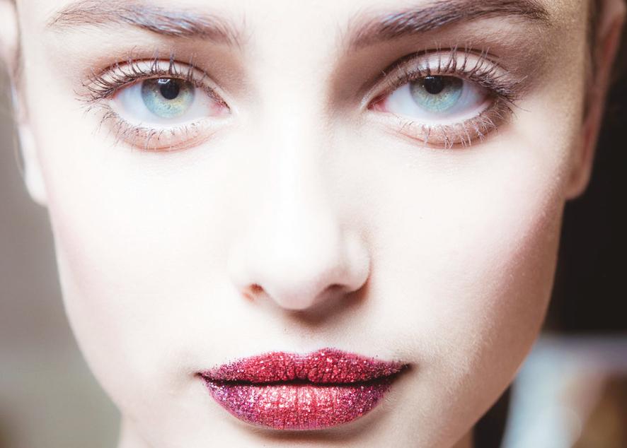Бьюти-продукты для создания сверкающего макияжа на любой случай жизни.