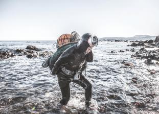 Глубоководный дайвинг и добыча самых экзотических животных с морского дна в суровых условиях.