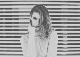 Первое знакомство с новым человеком всегда волнительно. Важно знать, какие именно эмоции и черты характера, которые мы демонстрируем в этот момент, могут показаться нашим собеседникам неприятными.