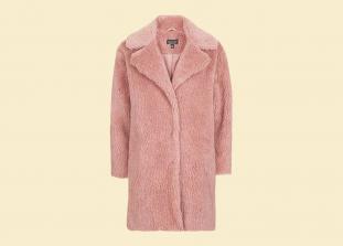 Несколько отличных шуб и пальто из искусственного меха согласно последним трендам.