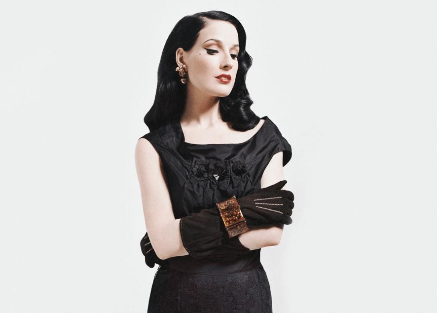 Лучшие наряды одной из самых сексуальных, роковых и женственных женщин наших дней, и как их воплотить.