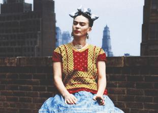 Горячая мексиканка, талантливая художница, икона стиля и ее легендарные наряды.