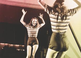 """Руководствуйся правилом """"Танцуй так, словно никто не видит"""" аккуратно."""