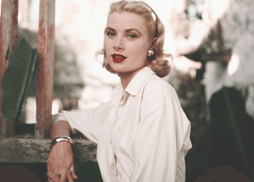 Одна из самых красивых женщин Голливуда 60-х и ее лучшие наряды.