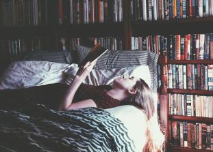 Книга — лучший способ отвлечься и поднять настроение.