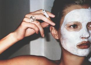 Спаси свое лицо после длинной ночи.