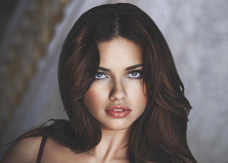 Модель Victoria's Secret чувствует вину за то, что долгие годы формировала «ложные» стереотипы о красоте.