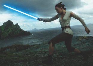 Дейзи Ридли и Келли-Мари Тран на съемках нового фильма из саги «Звездных войн».