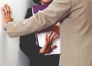 Звезда сериала «Друзья» Дэвид Швиммер снял серию фильмов о домогательствах.