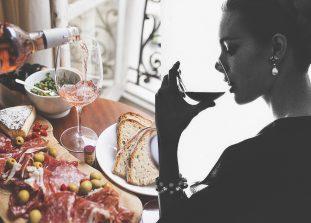 Как научиться выбирать хорошее вино и не стать снобом в процессе.