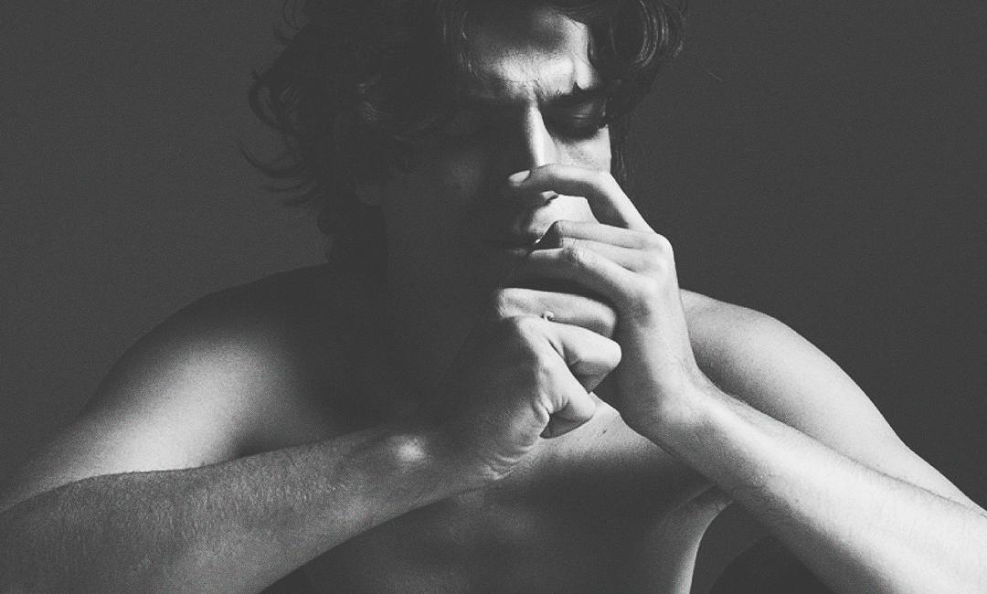 Луи Гаррель черно белая фотосессия