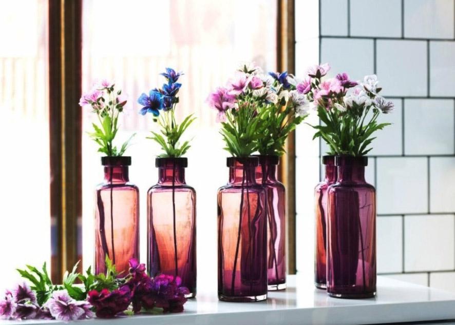 Советы по использованию сезонных цветов для декора квартиры.