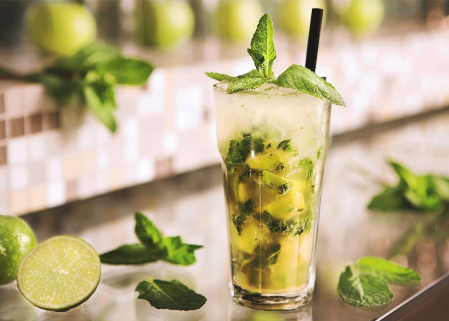Лучшие способы подать освежающий напиток к столу.