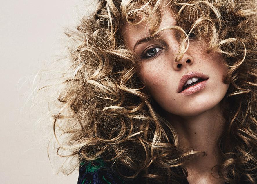 Советы по уходу и укладке для обладательниц волнистых волос.