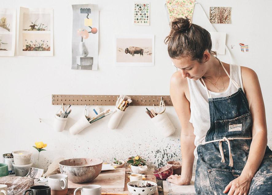 Мозаика - это не только плоскостные картинки, но и прекрасная техника для создания предметов интерьера в современные квартиры.