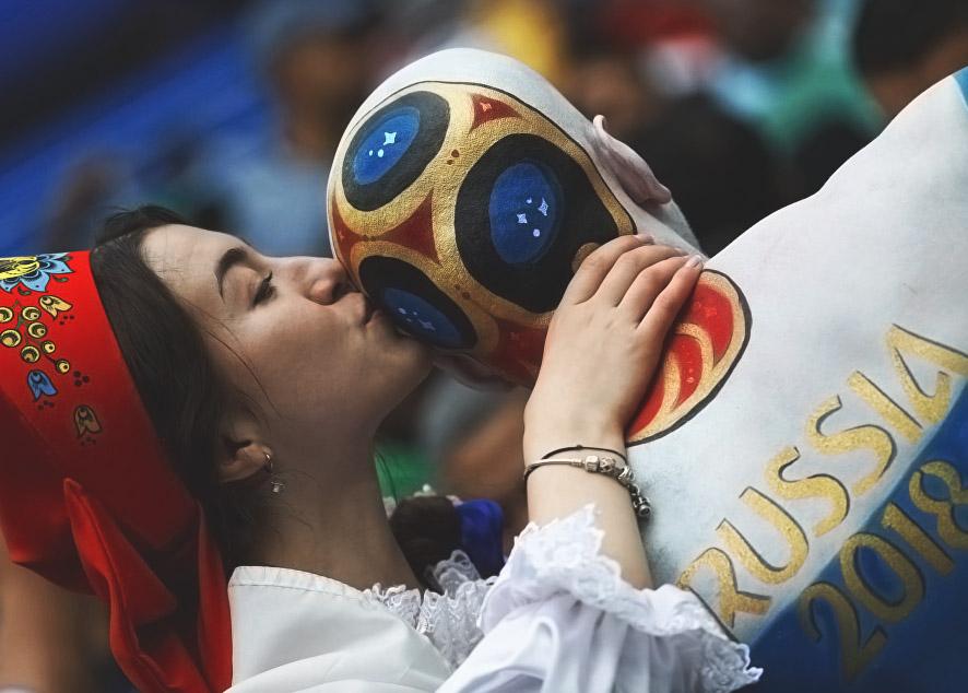 Одним чемпионат дарит минуты эйфории во время матча, другим - приятные знакомства и страстный секс.