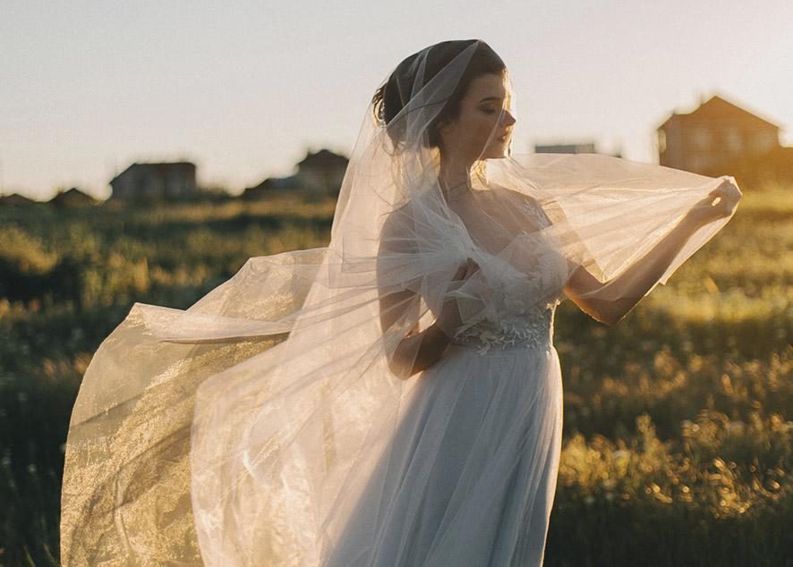 Девушки рассказывают о том, как прошел их свадебный день и что бы они хотели в нем изменить.