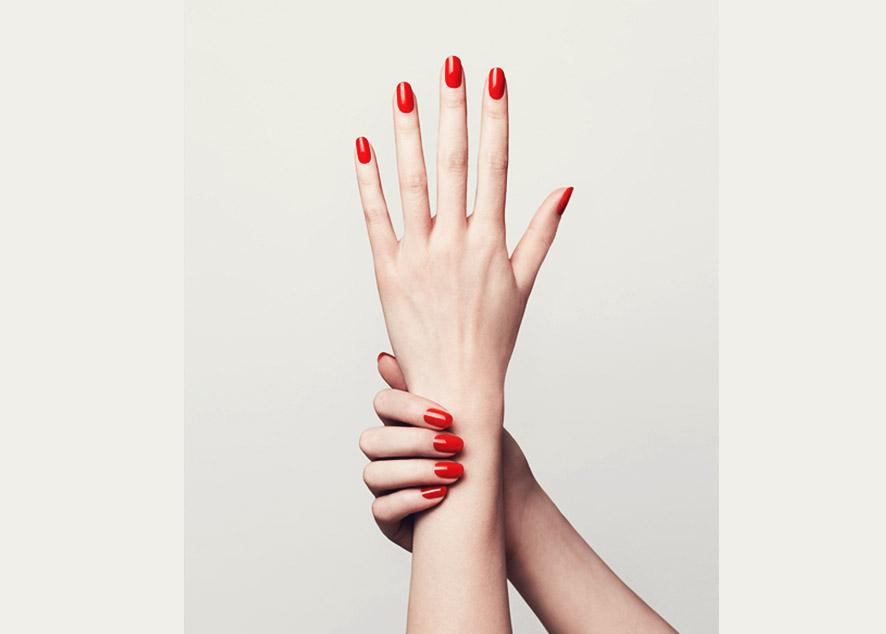 Профессионально ухаживать за руками можно не только в салоне.