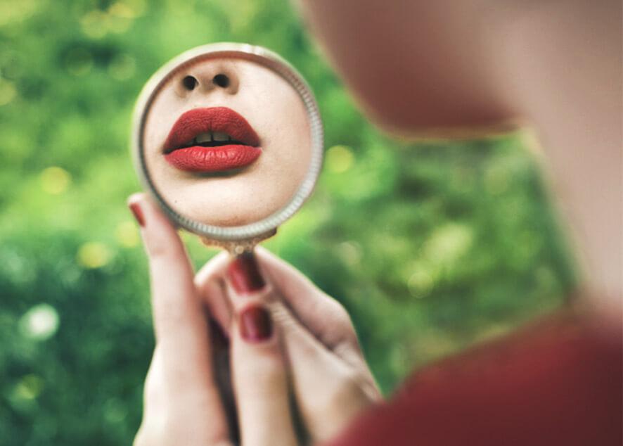 Инструкция по правильному макияжу губ.