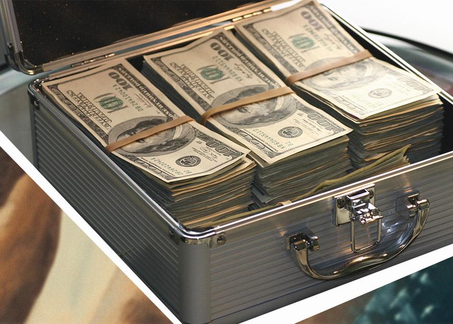 Мой парень хорошо зарабатывает, он не раз слышал, как я беспокоилась о нехватке денег, но никогда не предлагал помощь.
