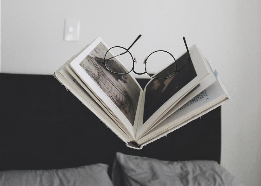 Что почитать, если хочется взрослых и бодрящих сказок.