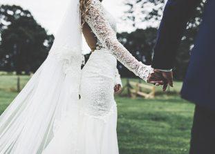 Выйти замуж и не сойти с ума непросто, особенно когда ты идеалист и хочешь все держать под контролем.