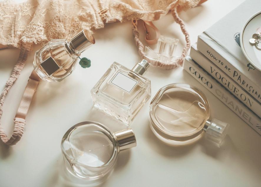 Armani, Victoria's Secret и спреи для тела.