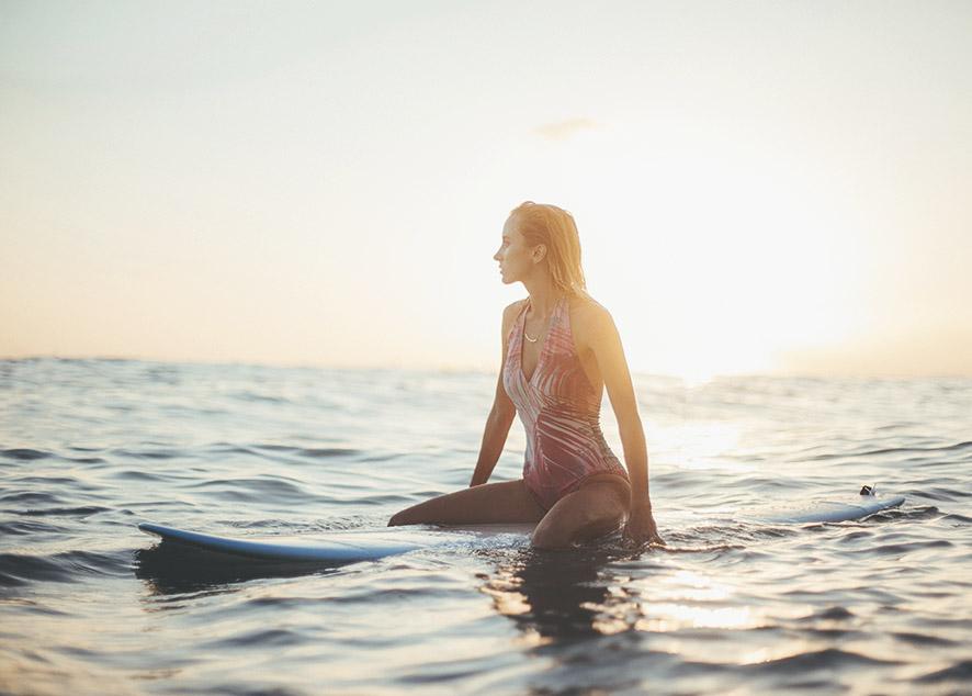 Правильно подобранный купальник для серфинга позволит тебе чувствовать себя на волнах комфортно и уверенно.