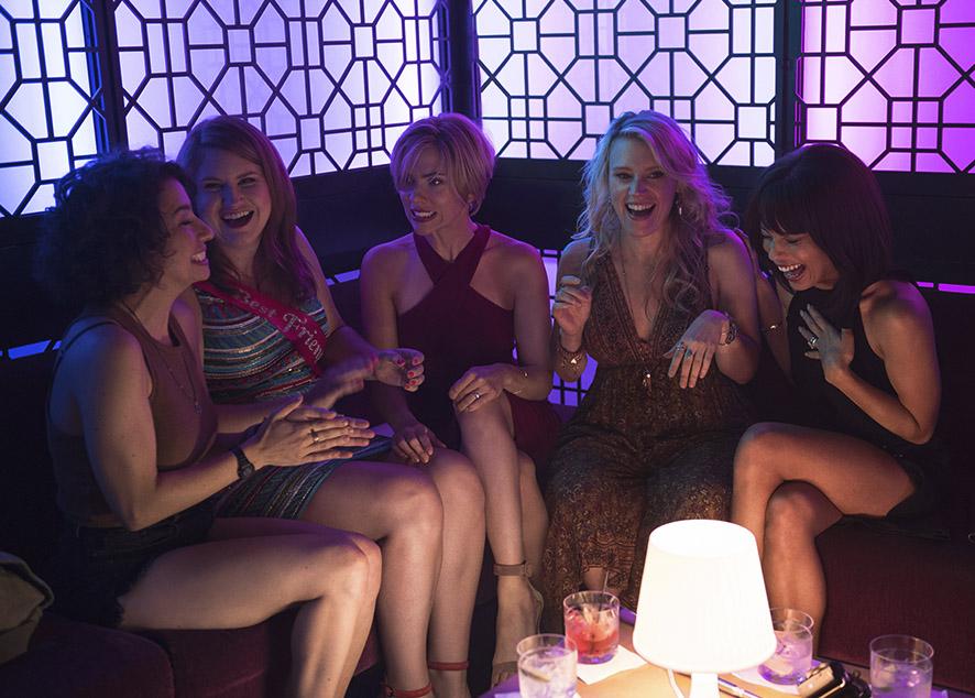 Рейвы без мужчин, по мнению организаторов вечеринок Strictly Silk, обеспечивают безопасность женщин, которые хотят расслабиться и отдохнуть в клубе.