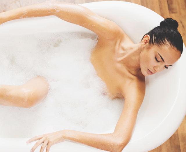 Принятие аромаванны - это расслабляющий ритуал, который поможет тебе смыть заботы, накопленные за весь день.