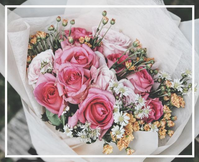 Цветы - это не просто стандартный знак внимания, это живое обращение, которое говорит о твоем отношении к получателю.