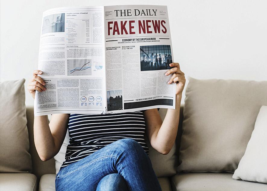 Людьми можно управлять, заставляя их верить в фальшивые события.