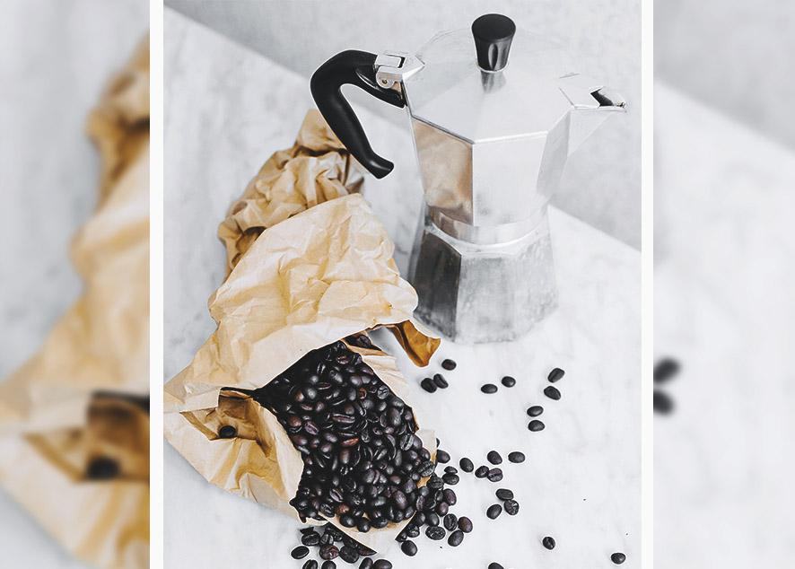 Чашка кофе - лучшее начало дня заядлого кофемана.