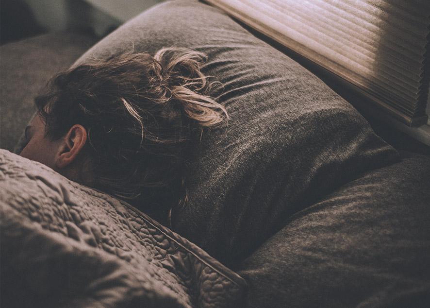 Трудности со сном являются общей проблемой всего современного общества и затрагивают многих людей в какой-то момент их жизни.