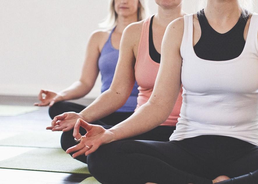 С какой асаны начать, когда разворачиваешь свой коврик для йоги.