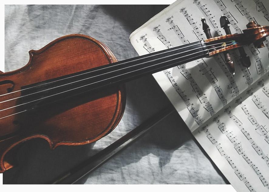 Игра на музыкальном инструменте может помочь твоему ребенку  повысить навыки, необходимые для легкого обучения и социального взаимодействия.