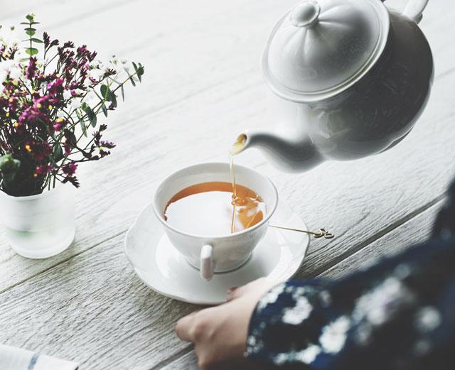 Иван-чай - полезная альтернатива крепкому кофе и черным чаям.